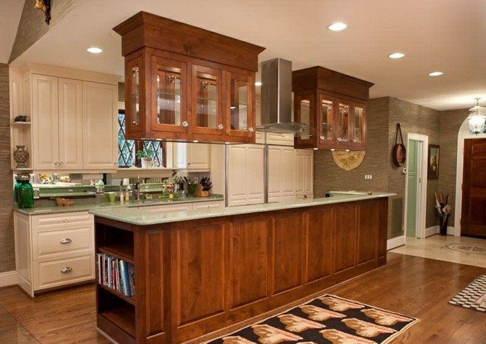 Cocinas mobiliario con estantes pendientes y tradicionales. -