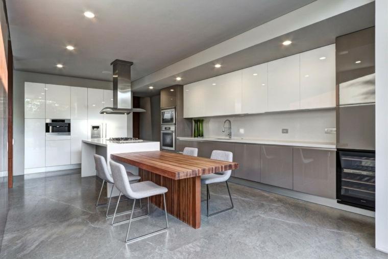 cocina sensilla moderna mesa madera sillas blancas Elías Rizo Arquitectos ideas