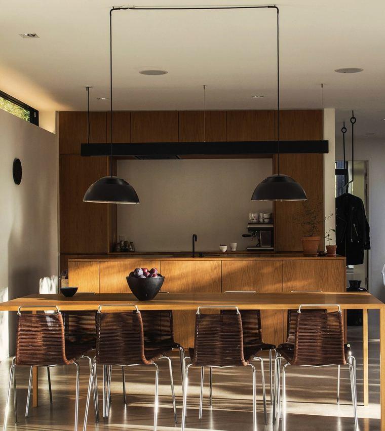 cocina sensilla muebles madera lamparas negras ideas