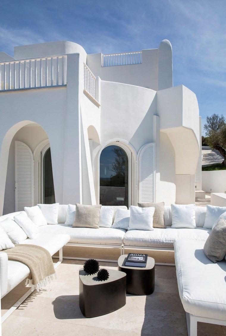como decorar una terraza muebles blancos mesitas preciosas ideas