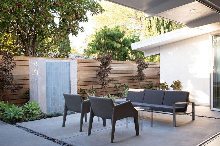 como decorar una terraza muebles negros fuente ideas