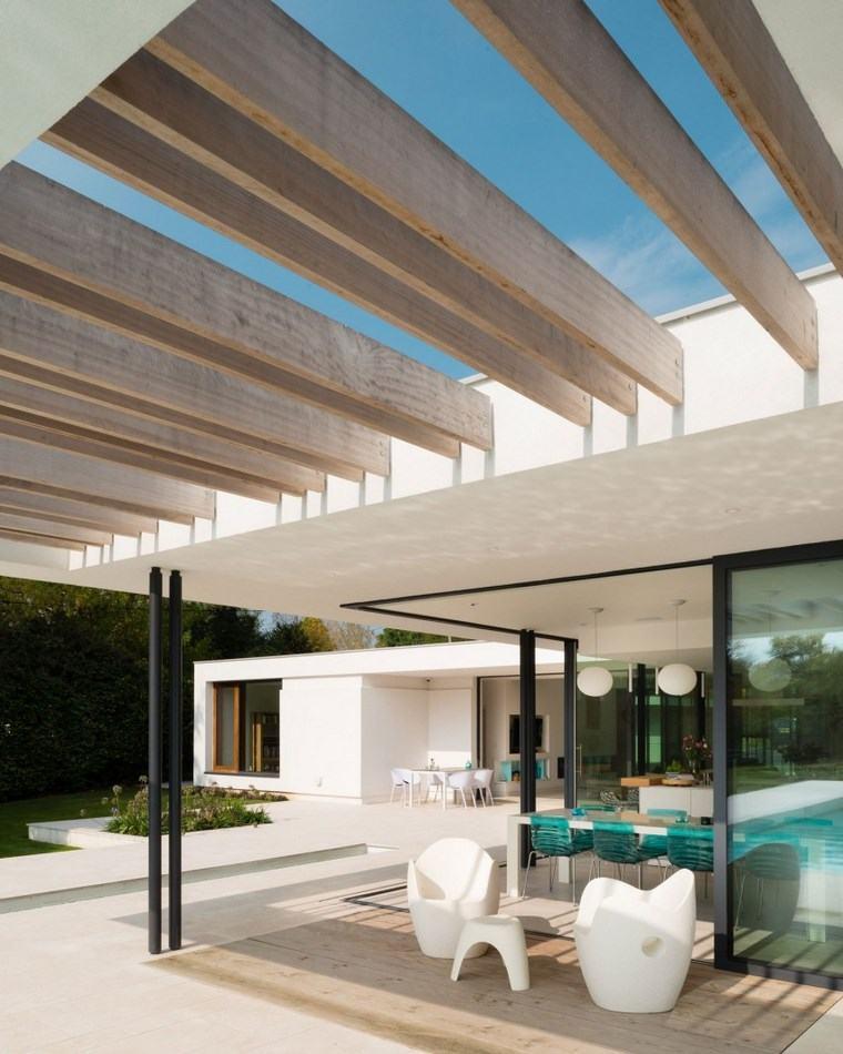 como decorar terraza sillas blancas pergola ideas