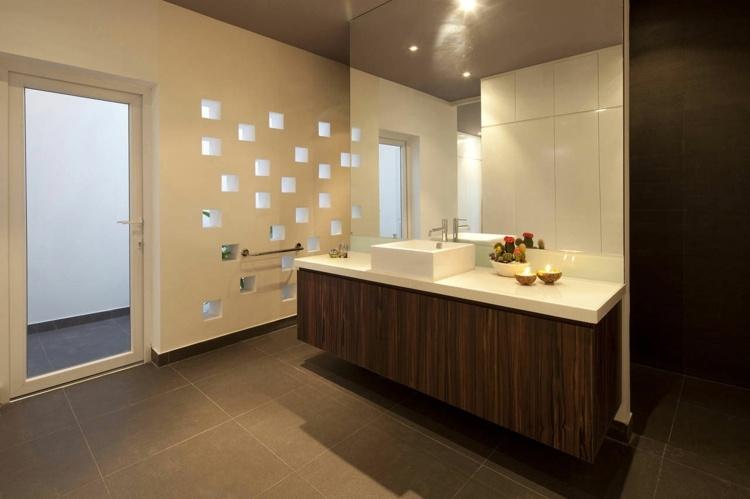 cristales condiciones detalles paredes suelos toallero metales
