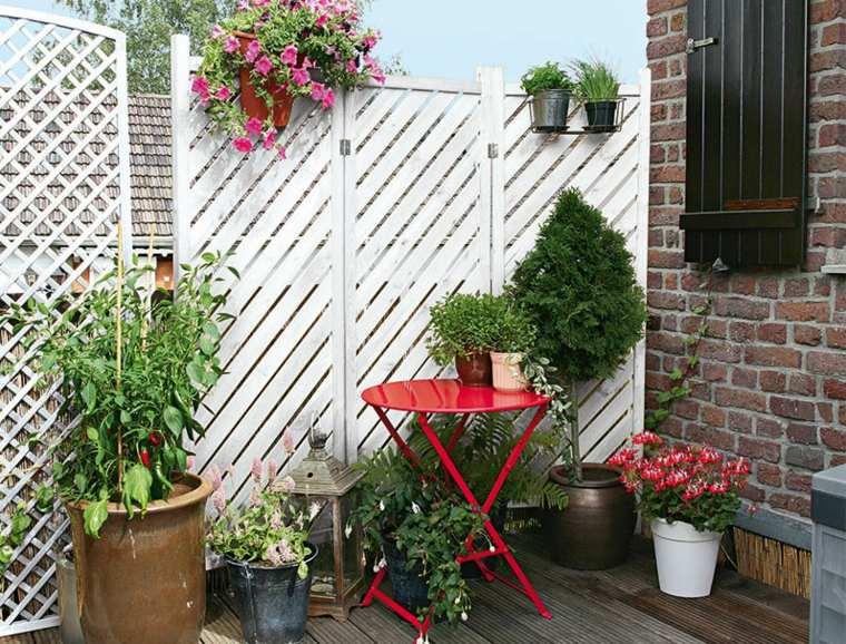 decoración terraza mesilla roja