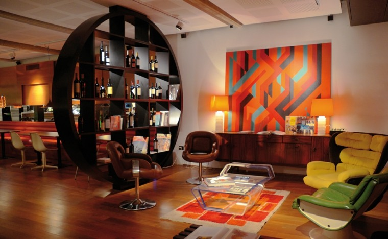 decoración calida roja madera