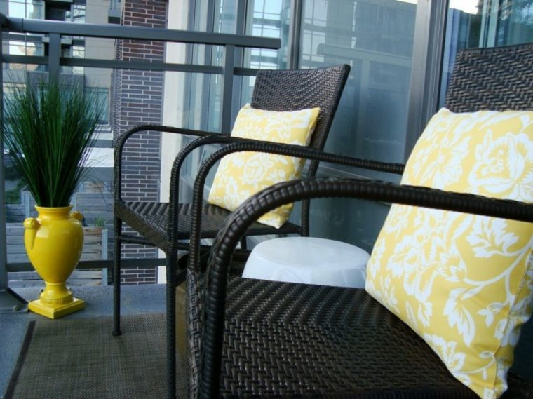 decoracion-balcon originales jarron amarillo ideas