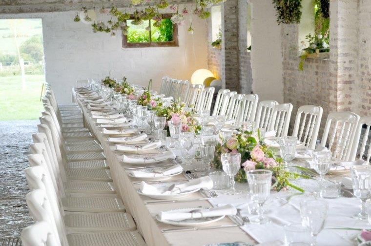 decoracion boda vintage mesa larga sillas blancas ideas
