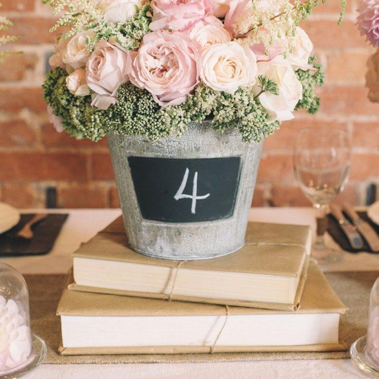 decoracion boda vintage rosas libros ideas
