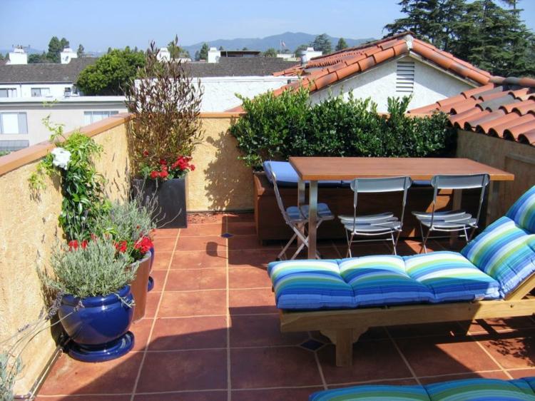 decoracion terrazas pequeñas soleadoras azules