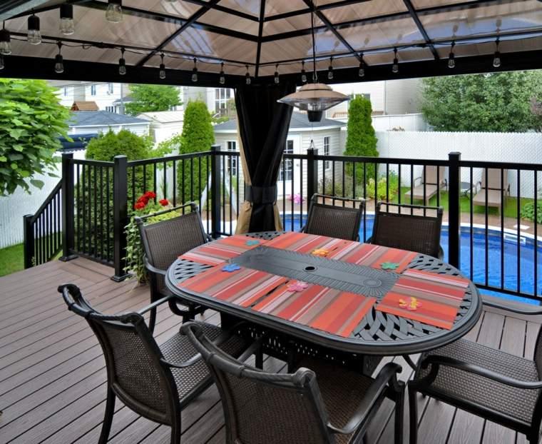 decoracion terrazas pergola cortinas mesa sillas negras ideas