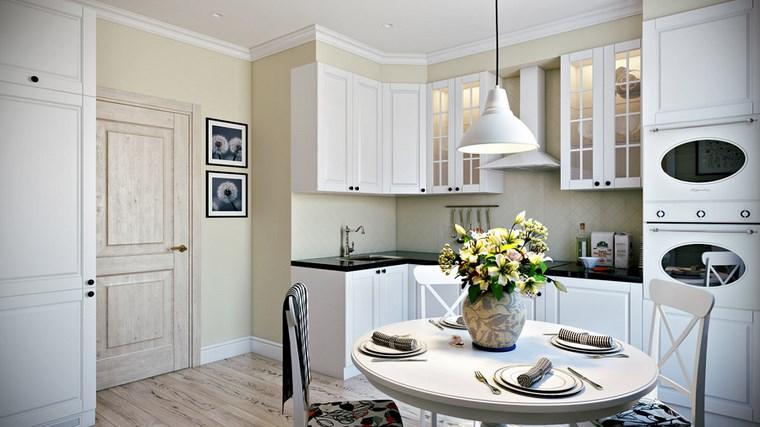 decorar-cocinas-pequenas-armarios-cristal-madera