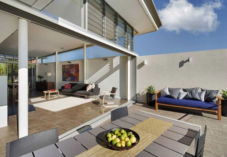 decorar terraza banco madera mesa sillas comidas ideas