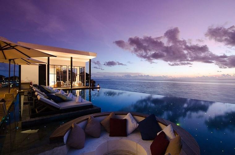decorar terraza lujosa piscina banco ideas