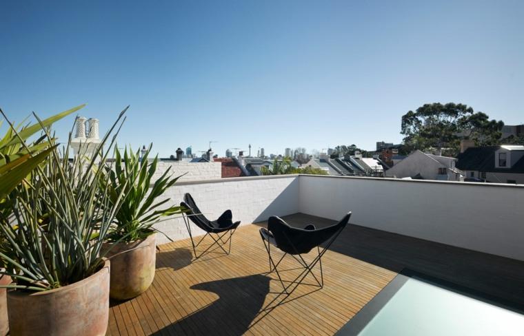 decorar terrazas pequeñas macetas sillas negras ideas