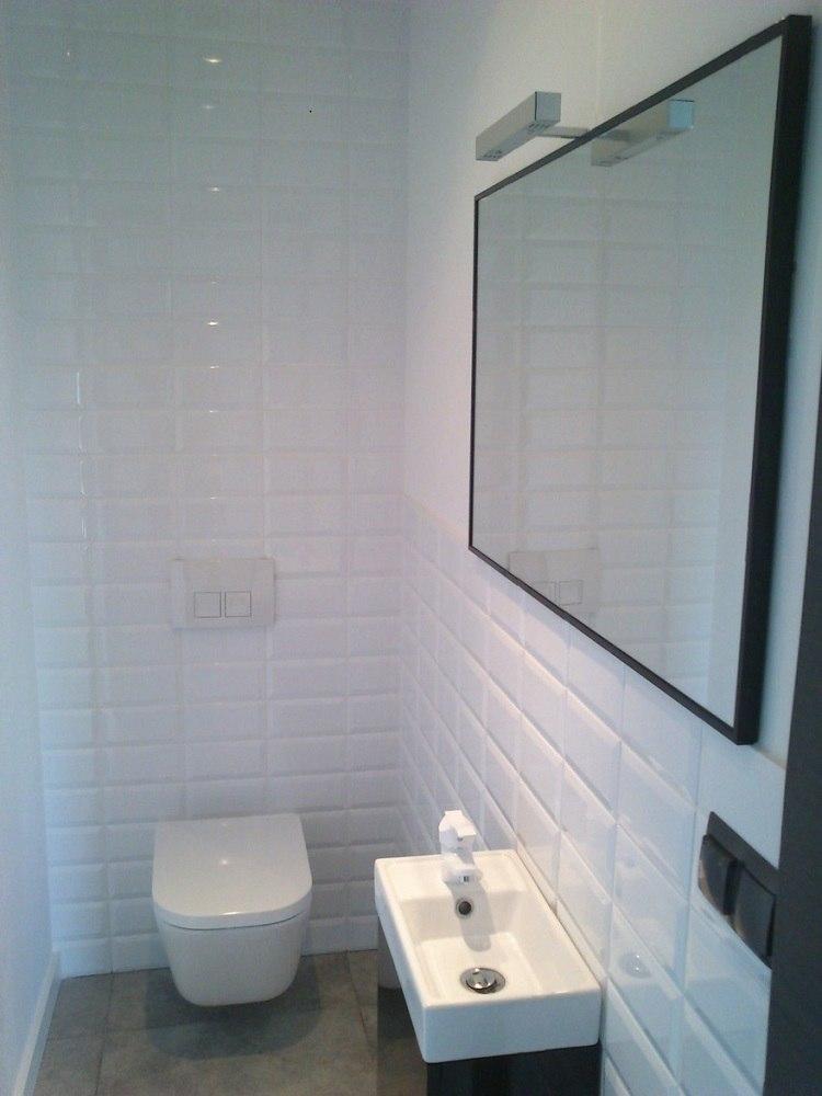 Sanitarios peque os y aseos dise os pr cticos y funcionales for Aseos pequenos con ducha