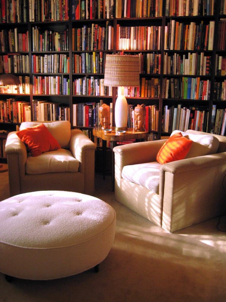 diseño sala biblioteca asientos beige