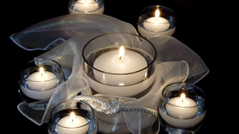 diseño centro mesa velas blancas