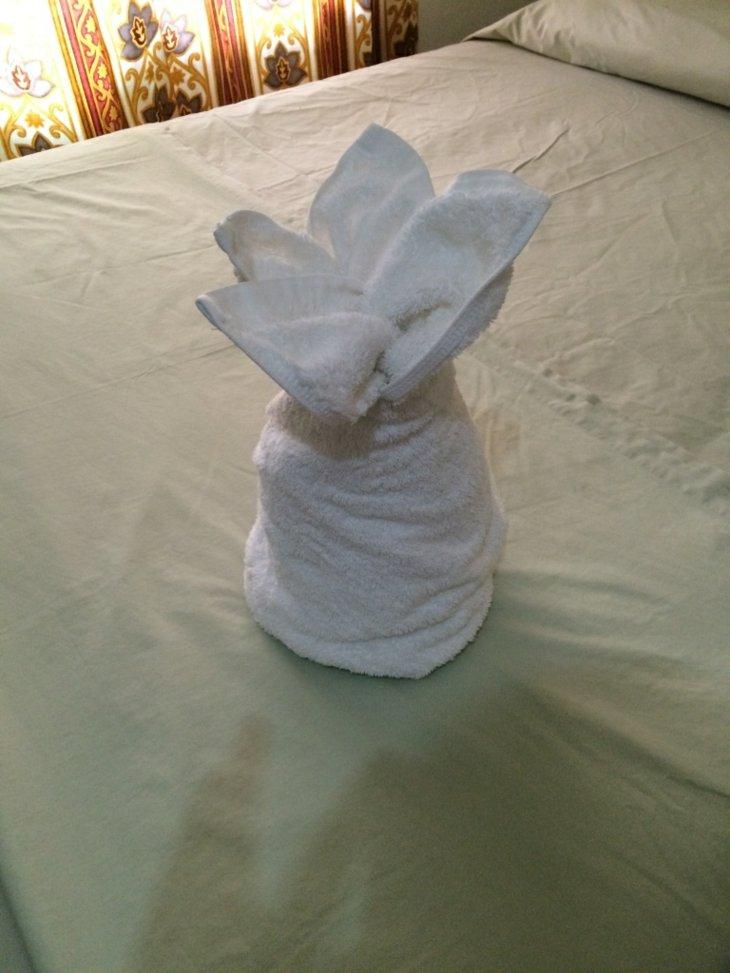 diseño piña flor toalla blanca