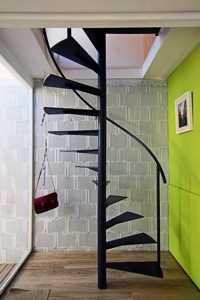 Escaleras de interior modernas 50 dise os que marcan for Como hacer una escalera caracol metalica