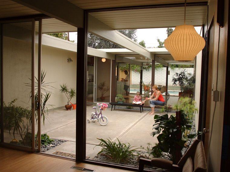 diseño patio interior vivienda