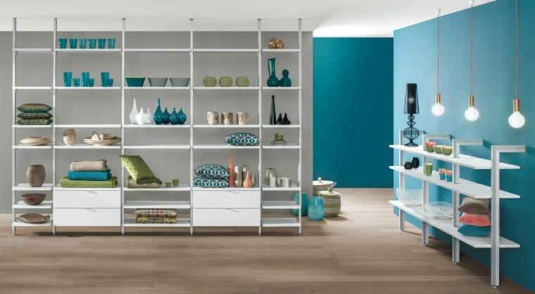 diseño salon color celeste estantes