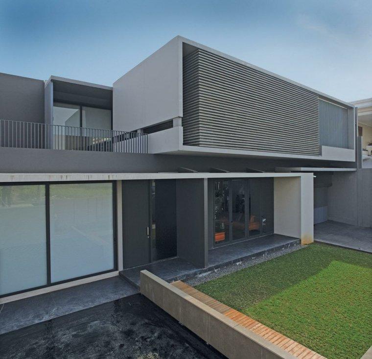 Fachadas de casas modernas treinta y ocho dise os for Disenos para frentes de casas