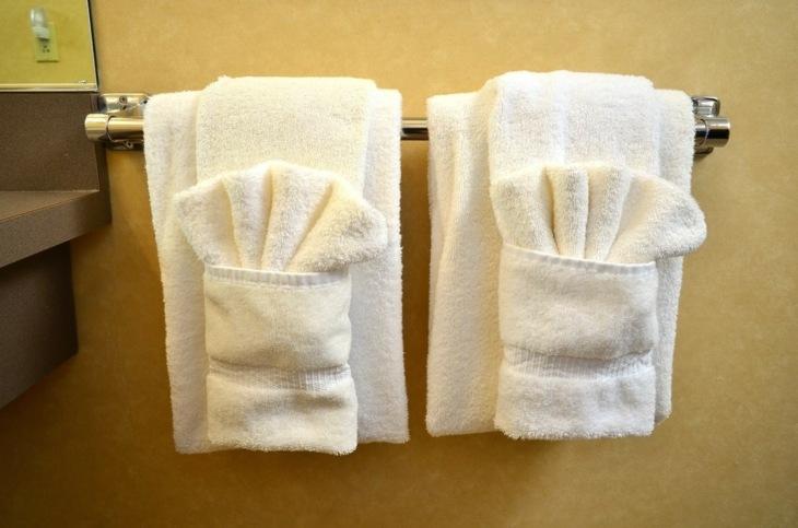 doblar toallas blancas bolsillos abanicos