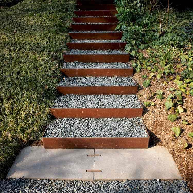 escaleras exterior piedras Corten