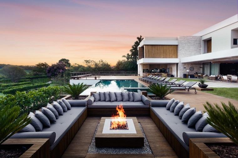 espacios amplios sofas pozo fuego ideas