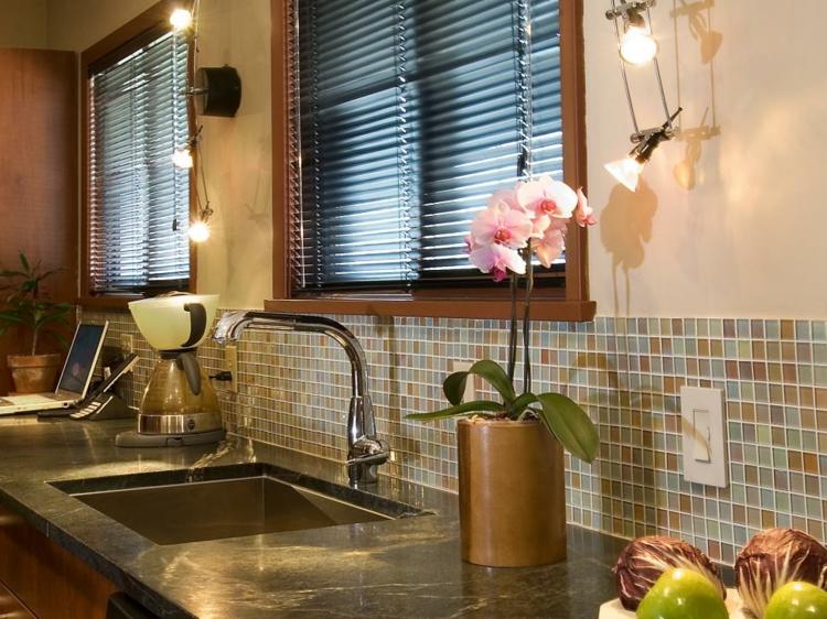 estantes plantas hojas ventanales focales metales