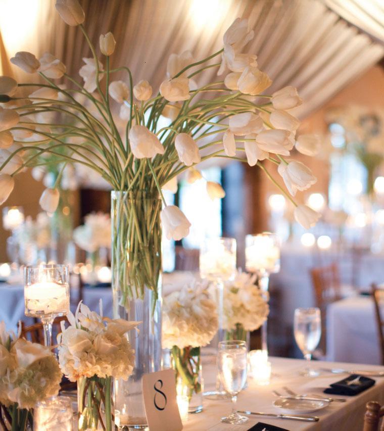 decoración mesa tulipanes blancos