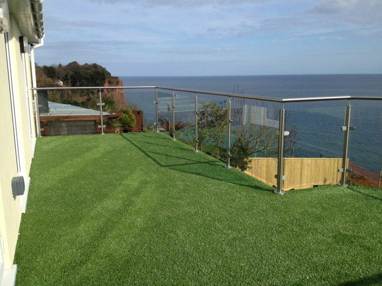 Cesped artificial para balcones y terrazas 25 ideas for Cesped artificial terraza