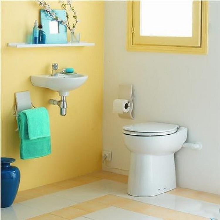 cuarto baño `pequeño amarillo