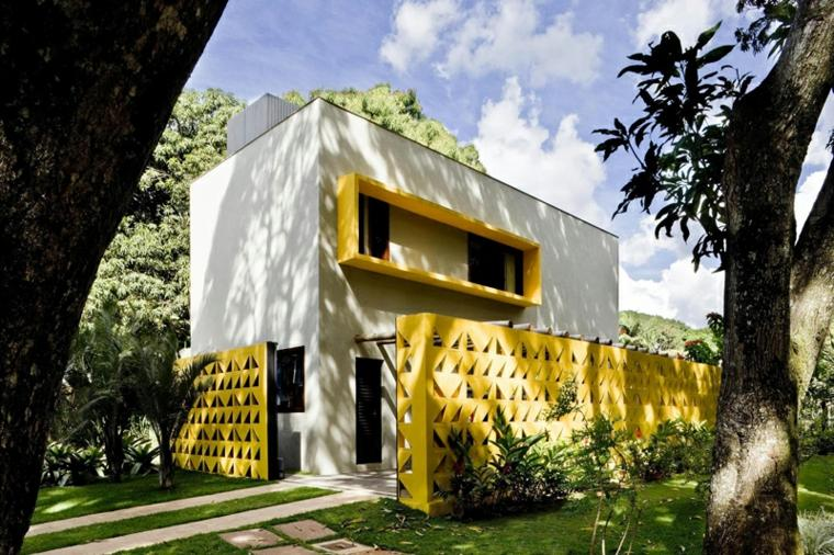 fachada casa color amarillo
