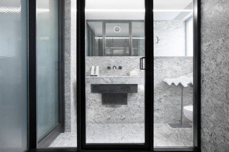 hoteles con encanto cristales metales lavabo