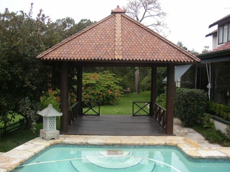 jardín piscina cenador madera