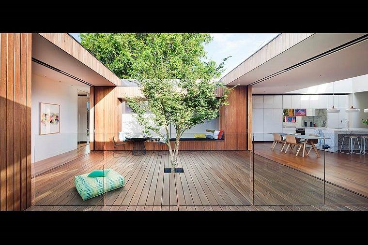 diseño patio interior madera