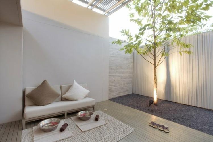jardines pequenos interior arbol iluminado ideas