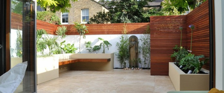 jardines pequeños interior bancos madera ideas