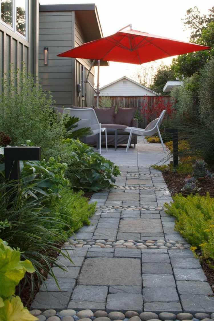 jardines pequeños interior camino piedra sillas ideas