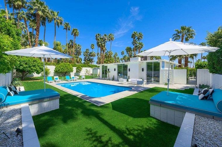 jardin piscina cesped muebles losas blanca ideas