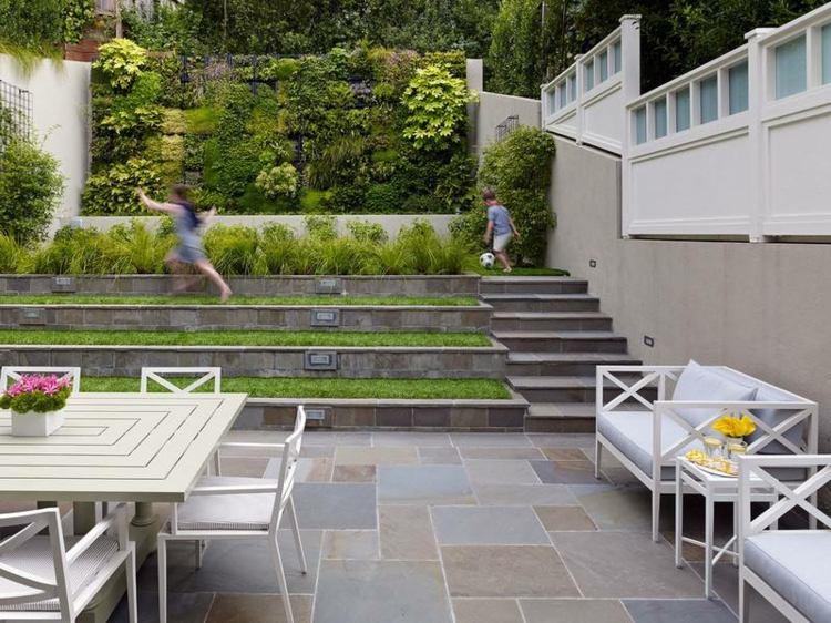 jardin trasero pequeno nivelado cesped ideas