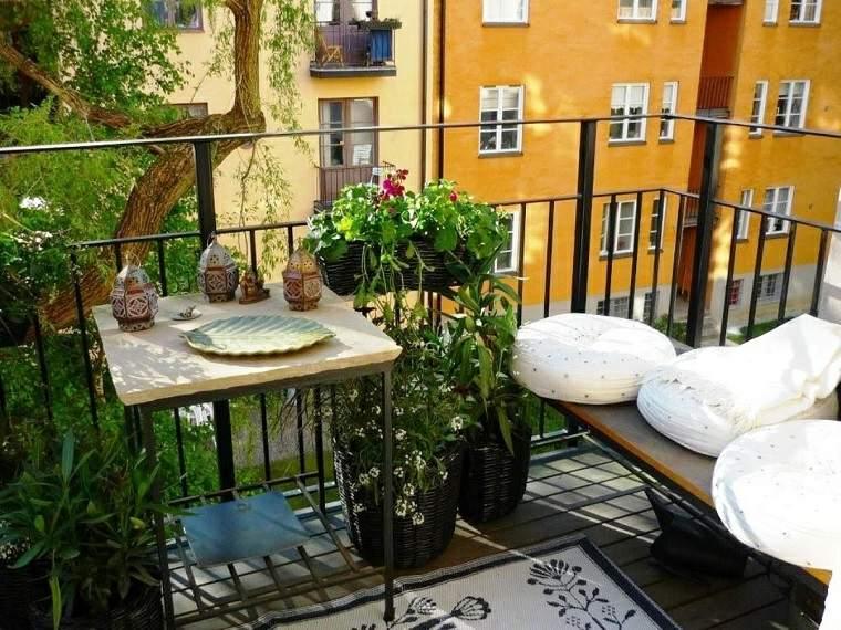 las plantas perfectas balcon cojines blancos ideas