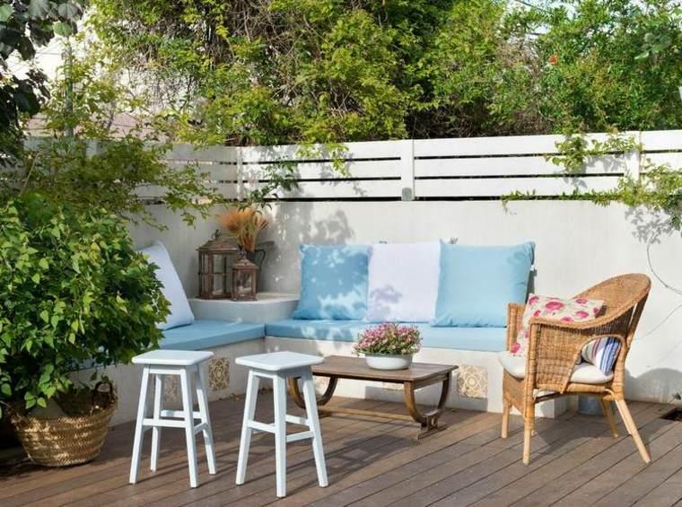 plantas perfectas balcon taburetes azules ideas