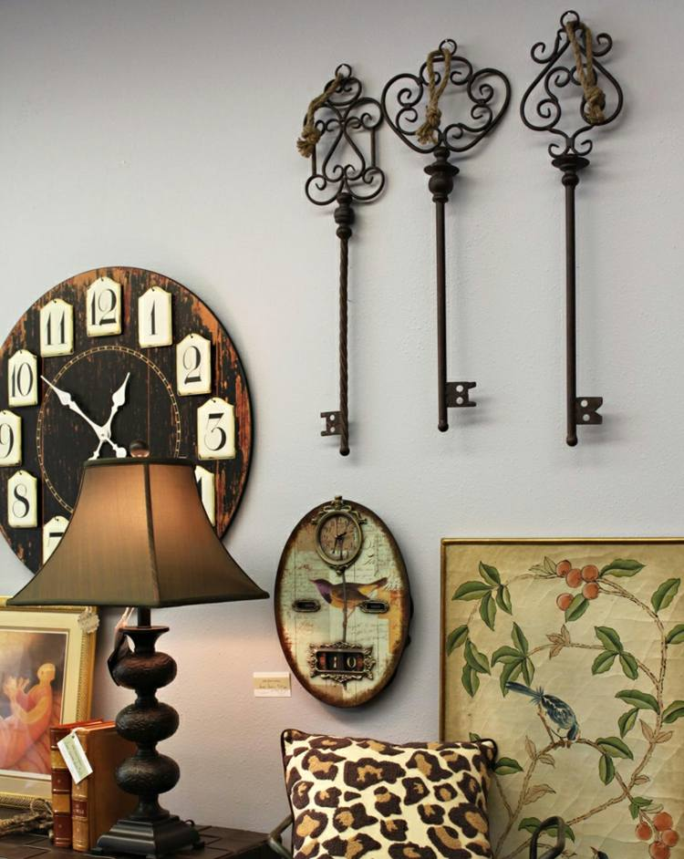 llaves baño detalles espejos flores relojes