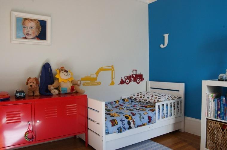 mueble color rojo pared azul
