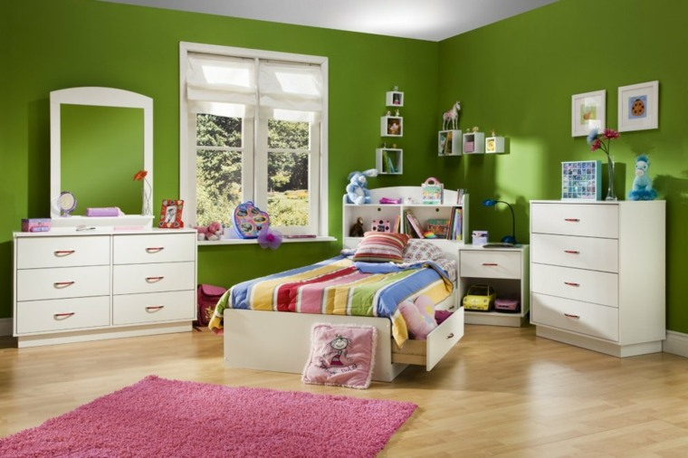 muebles blancos pared color verde