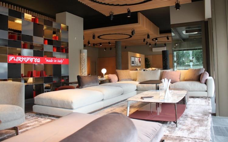 muebles salon ideas funcionales destinos cortinas azules