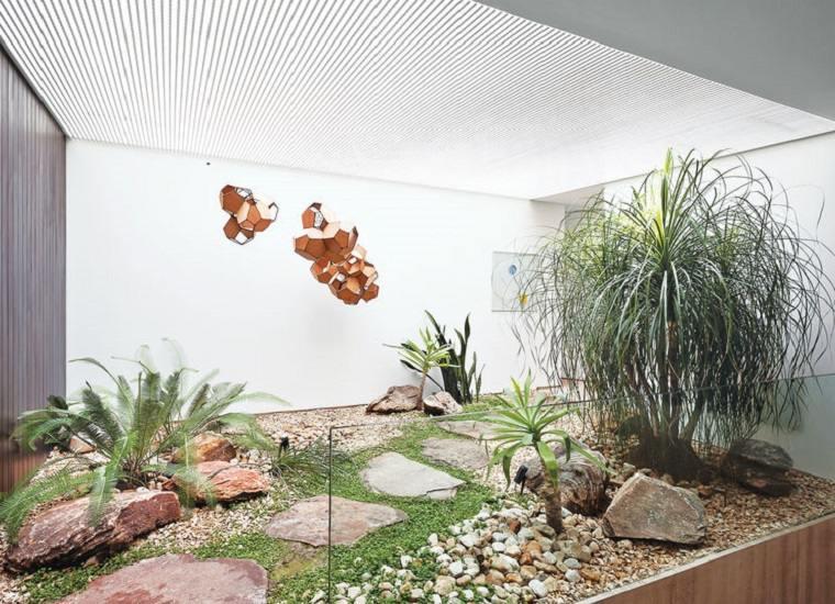 jardín interior diseño moderno