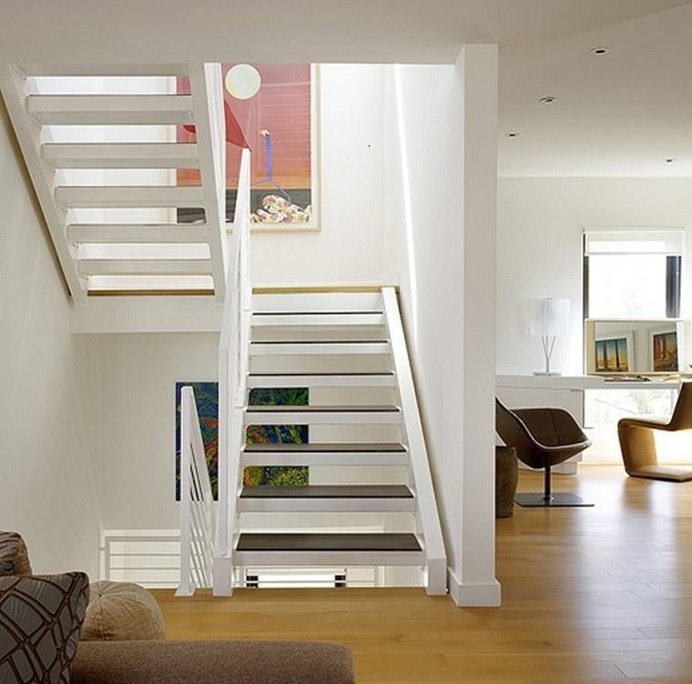 Interiores de casas modernas con escaleras for Escaleras casas modernas